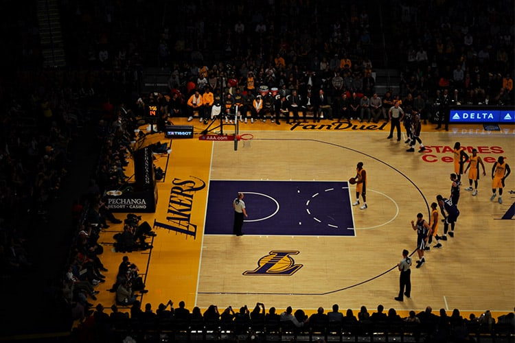Lakers player on the free throw line nba betting
